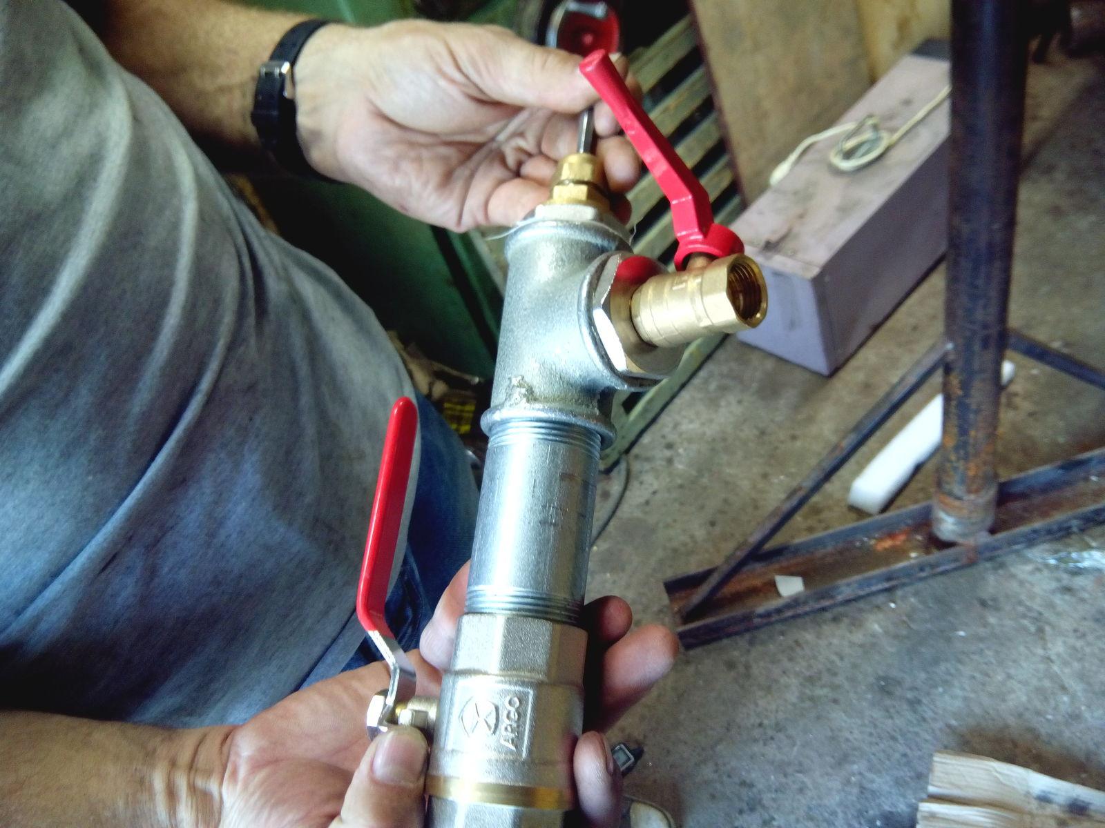 Как сделать врезку в металлическую трубу