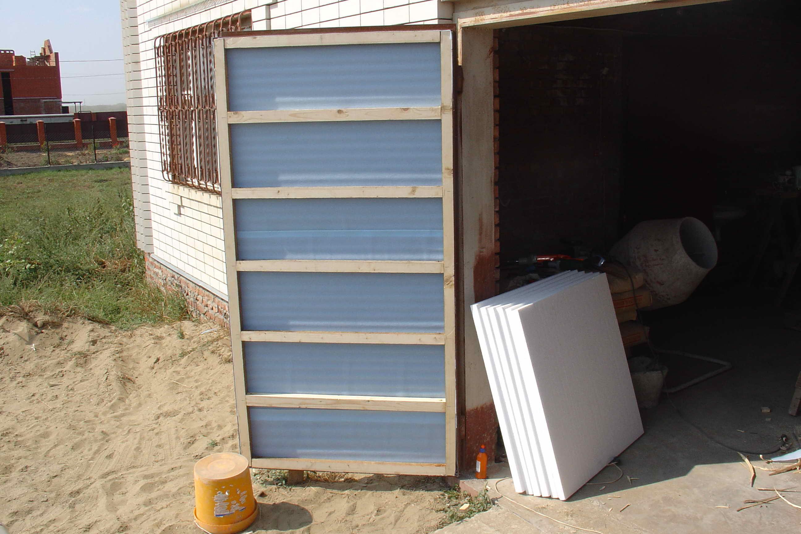 Чем утеплить гаражные ворота своими руками видео