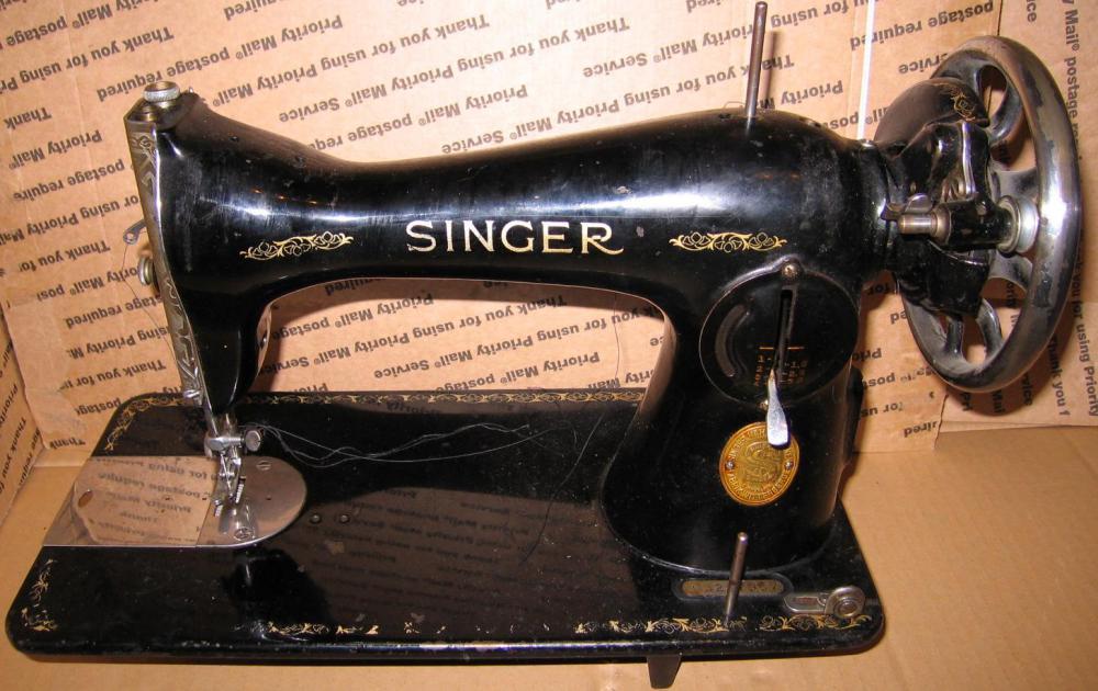 Антикварная швейная машинка zinger