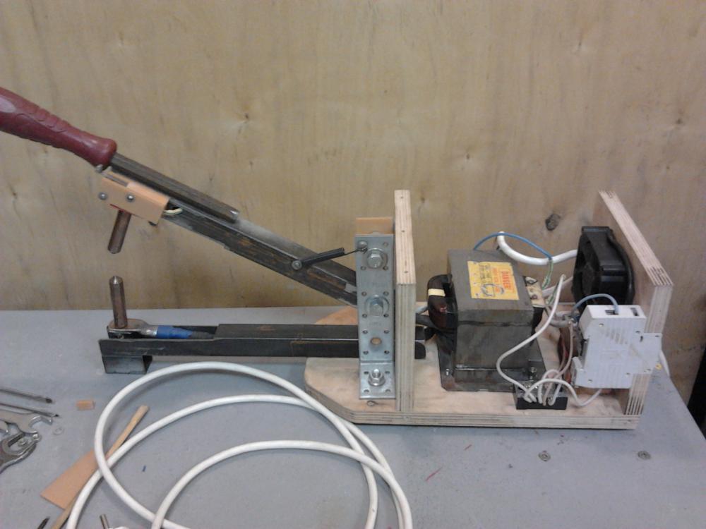 Роликовый нож для металла своими руками чертежи 31